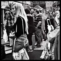 Iphone snapper (Mallybee) Tags: mirrorless m43 streetphoto crowd iphone blackwhite bw f35 35mm soligor mallybee panasonic lumix g9 dcg9