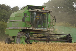 Deutz Fahr Topliner 4065 HTS Combine Harvester cutting Winter Wheat