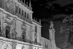 Universidad Alcalá de Henares y Capilla de San ildefonso (Jorge A. Hernández) Tags: spain alcalá españa university universidad fachada front architecture old antiguo henares sky nigth noche dark black blanco negro white