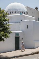 2018/07/11 14h04 avenue Al Marsa (Rabat) (Valéry Hugotte) Tags: 24105 avenuealmarsa maroc médina rabat canon canon5d canon5dmarkiv maison passant rabatsalékénitra ma