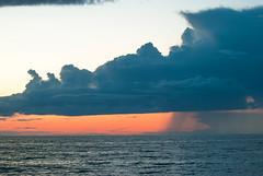 Clouds like spaceships (RdeUppsala) Tags: clouds sweden suecia sverige sunset sky sea solnedgång atardecer agua water vatten hav mar moln ricardofeinstein lluvia regn rain baltic báltico östersjön naturaleza nature natur nubes cielo ngc öland