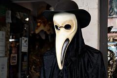 plague doctor (davide.alberani) Tags: venezia venice carnival mask carnevale peste medico plague shop negozio veneto serenissima