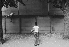 Un lost Ball (I.L Production: Image/Film/Musique) Tags: donamoth art auteur paris france foot ball street noirblanc childrens free