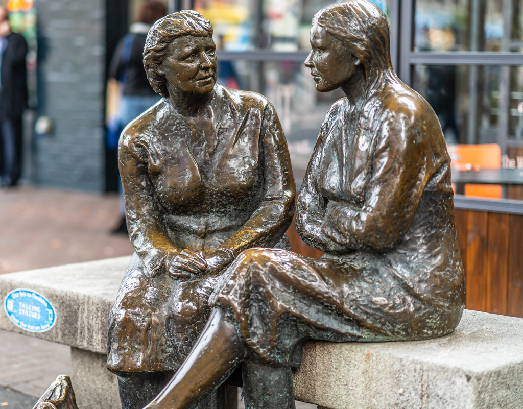 THE HAGS WITH THE BAGS [THE MEETING PLACE STATUE LOCATED NEAR THE HALFPENNY BRIDGE IN DUBLIN]-144060
