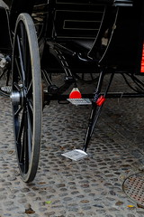 Estribo (ameliapardo) Tags: estribo carruajes coches vehículos caballos carros sevilla blancoynegro fujixt1