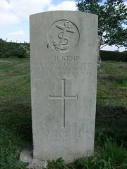 Boy 2nd Class Sidney Herbert Kemp (Living in Dorset) Tags: wargrave wardead grave headstone wwi 1918 sidneyherbertkemp allsaintschurch farringdon hampshire england uk gb