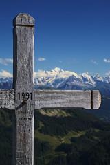 Le mont Blanc depuis le mont Ouzon | The mont Blanc from the Ouzon mount (jragusa) Tags: france hautesavoie paysage montblanc croix massifduchablais montagne montouzon europe rhônealpes massifdumontblanc