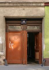 Die Laaer Straße 10 in Favoriten (Wolfgang Bazer) Tags: laaer strase laaerstrase laaerbergstrase favoriten wien vienna österreich austria haustür frontdoor