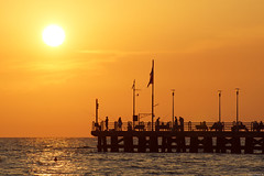 Forte dei Marmi: Il pontile (Darea62) Tags: sunset bridge nature landscape seascape fortedeimarmi versilia pier jetty architecture tramonto streetlights skyscape paesaggio panorama