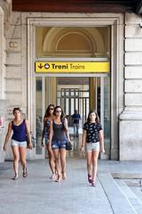 la cuadrilla (fotomie2009) Tags: stazione brignole genova liguria italy italia people girls ragazze donne women