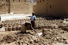 Making of mud bricks (motohakone) Tags: jemen yemen arabia arabien dia slide digitalisiert digitized 1992 westasien westernasia ٱلْيَمَن alyaman