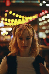 Júlia (TheJennire) Tags: photography fotografia foto photo canon camera camara colours colores cores light luz young tumblr indie teen adolescentcontent blonde bangs night bokeh indianapolis usa eua unitedstates indiana 2018 50mm people makeup girl nightout 90s hair