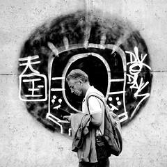 Reflecting (pascalcolin1) Tags: paris paris12 rond cercle homme man pensant pensée thinking reflecting photoderue streetview urbanarte noiretblanc blackandwhite photopascalcolin 50mm canon50mm canon