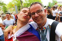 Amsterdam Pride 2018 (Netherlands) (Meteorry) Tags: europe nederland netherlands holland paysbas noordholland amsterdam centrum centre center prinsengracht amsterdampride gaypride pride gay canal gracht parade party fun happy lgbti lgbt fiesta fête freedom august 2018 meteorry perrytak joerie male boy guy homme young twink rainbow face kiss
