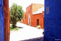 El convento de los colores (Gaby Fil Φ) Tags: santacatalina arequipa patrimoniodelahumanidad patrimonio ciudadespatrimonio perú sudamérica latinoamérica arquitectura arquitecturacolonial regiónarequipa ciudaddearequipa colores