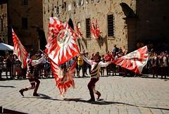 Figure (sbandieratori a Volterra) - Figures (flag-wavers at Volterra) (stella.iloveyou) Tags: volterra volterraad1398 rievocazionimedievali rievocazionistoriche historicalreenactment sbandieratori