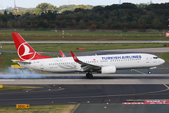 TC-JHA Boeing 737-800 Turkish Airlines DUS 2018-09-01 (4a) (Marvin Mutz) Tags: tcjha turkish airlines boeing 737800 dus eddl düsseldorf international nordrheinwestfalen germany aviation planespotting avgeek aircraft airplane aeroplane plane pilot cockpit crew passenger travel transport jet jetliner airline airliner wings engines airport runway taxiway apron clouds sky flight flying landing arrival touchdown