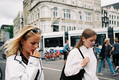 Bloemenmarkt Amsterdam, Netherland. (aqawitt) Tags: bloemenmarkt amsterdam ams fuji fuji400 fujisuperia fujisuperia400 50mm nikon nikonfm2 nikkor snap street streetphotography girl shooting shootfilm shoot holland netherland