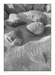 _8208936 mf b&w 01 (Michael Fleischer) Tags: beach morning sand stone sidelight pattern texture blackwhite sigma 1424mm f28 art