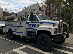 NYPD Emergency Service Squad 1, 1996 GMC Topkick Bucket Truck (NY's Finest Photography) Tags: highway patrol state nypd fdny ems police law enforcement ford dodge swat esu srg crc ctb rescue truck nyc new york mack tbta chevy impala ppv tahoe mounted unit service squad dcu