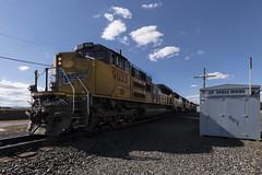 Taking the siding at Irving (Tom Trent) Tags: eugene oregon unitedstates us emd diesel sd70ah sd70m up unionpacific railroad lanecounty siding switch yard irving