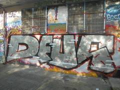 287 (en-ri) Tags: deus nero rosso argento torino wall muro graffiti writing