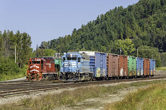 CMQ and WACR at Newport, VT (Thomas Coulombe) Tags: centralmainequebec cmq emdgp383 gp383 vermontrailsystem vrs washingtoncounty wacr clarendonpittsford clp emdgp402 gp402 npwj freighttrain train newport vermont
