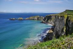 Carrick-a-Rede (mireiatarres) Tags: dmcg6 landscape sea water costa acantilado edge mar bahía roca blue
