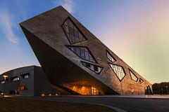 Kantenklumpen (tan.ja1212) Tags: architektur architecture hochschule uni universität sonnenuntergang sunset fenster windows modern daniellibeskind libeskind lüneburg
