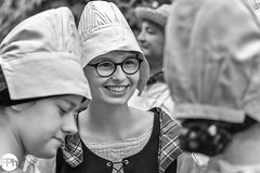 A lovely smile (Frankhuizen Photography) Tags: lovely smile glimlach glasses bril bethmaler girl meisje vrouw woman fête de la bethmalaise arrienenbethmale france 2018 street straat fotografie photography people hat hoed folklore frankrijk black white zwart wit