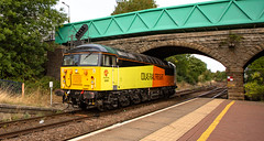 Colas Railfreight Class 56 no 56090 at Shirebrook Station on 22-08-2018 with a Barnetby to Barnetby Route Learner. (kevaruka) Tags: 56090 class 56 colour colours color colors colas rail freight light engine grid mansfield retford british network locomotive composition summer august 2018 yellow orange black green clouds cloudy day sun sunshine sunny 5d3 5diii 5d mk3 canon eos 70200 f28 is mk2 flickr front page thephotographyblog telephoto trains england train railway railroad tree sky grass colasrailfreight shirebrook kirkbyinashfield mansfieldwoodhousestation canonef1635f28mk2
