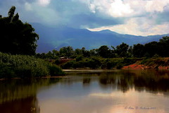 "Chiang Mai Province. (ol'pete) Tags: august สิงหาคม จ้งหวัดเชียงใหม่ chiangmaiprovince จอมทอง chomtong ชนบท countryside ดอยหล่อ doilo ทุ่งนา farm fields ประเทศไทย thailand เมืองไทย ""canoneos350d"" ""efs1855mm"" อากาด weather earthasia"