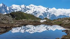 Massif du Mont Blanc (Papayankee33) Tags: chamonix glacier lac montblanc montagne nuages objetselémentsettextures refletsmiroir sonydscrx100m32470mmf1828 textureseffets