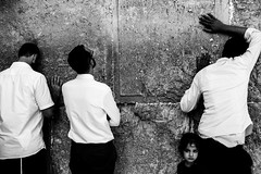 Three Men in White Shirts and a Girl-DSC_7735 (thomschphotography3) Tags: jerusalem israel prayer westernwall klagemauer jew jewish religion father men girl backs whiteshirts streetphotography blackandwhite monochrome
