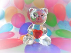 Herzliche Grüße (Hannelore_B) Tags: macro bär bear glas glass macromondays herz heart weeklythemechallenge