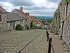 Gold Hill, Shaftesbury (mattgilmartin) Tags: gold hill cobbles hovis cottages steep shaftesbury countryside commercial famous ronnie barker bicycle bread loaf eeh when i lad where photographed filmed