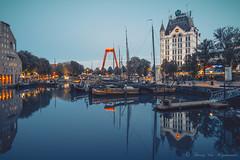 Witte huis ( Rotterdam ) (vanregemoorter) Tags: architecture reflet reflection rotterdam night bluehour bateau eau bâtiment ville ciel