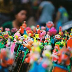 Tò he tí toe. (Hanoi L i f e A r t) Tags: tuanducpham hanoi hanoilifeart vietnam people asian culture filmphoto analogphoto mediumformat streetlife nadarlab 120mm 6x6 bronicas2 kodak ektar100 ngc bronica s2