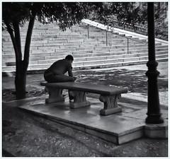 Diana-Fotografía Callejera (Street Photography) (Samy Collazo) Tags: dianaftoycamera dianaf toycamera camaradejuguete aristaedu100 fotografiacallejera streetphotography lomography lomo sanjuan oldsanjuan viejosanjuan puertorico banco bench bn bw