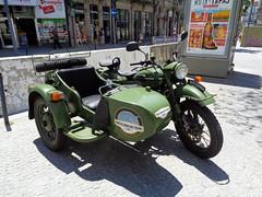 Motorcycle: side-car