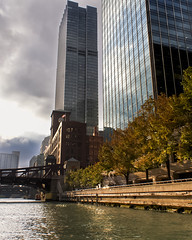 Chicago River (Demodragon) Tags: chicago chicagoriver river buildings architecture autumn boat illinois usa sony alpha200 a200 transportation atardecer sunset street urban