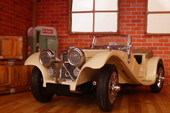 1938 Jaguar SS100 roadster diecast 1:24 by Franklin Mint (rigavimon) Tags: diecast miniaturas 124 1938 jaguar ss roadster miniature franklinmint diorama garage