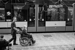 Looking inside the tram - Prague (Luiz Contreira) Tags: czechrepublic praga praha prague street streetphotography blackwhite bw brazilianphotographer tram bonde pretoebranco people pessoas europe europa republicatcheca