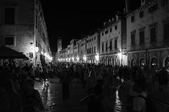 Dubrovnik (wave_dave) Tags: fujifilm fujinon xt2 xf 23 mm f20 dubrovnik night croatia travel people crowded across black white