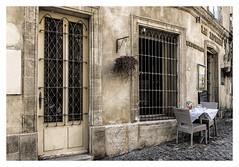 Provence house II (fotoerdmann) Tags: photo stadt town oldstyle oldhouse canon6dmark2 avignon kontrast provence house frankreich fotoerdmann
