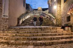 Dubrovnik, Croatia (pas le matin) Tags: croatie croatia hrvatska dubrovnik travel voyage world city ville stairs escalier cityscape people blue bluehour heurebleue europe europa architecture canon 7d canoneos7d eos7d