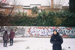 snowing 🎿 (Manu Higueras) Tags: 35mm 35mmfilm 35mmphotography believeinfilm filmphotography filmisnotdead filmfeed filmphotographer filmphoto friends filmcamera snow graffiti kodak olympusmju