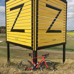 Parking at the Z for Zeeland after a pretty nice, but hard interval training. 🚴♂️💪👍 #bicyclingnl #alpecincycling #mycanyon #sram #fietsen