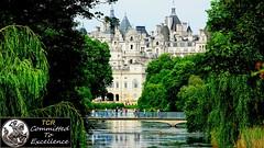 At Saint James, Buckingham Palaxe view (> Pinoy) Tags: park tree city architecture sky people water ponds river thames uk gb england unitedkingdom greatbritain saintjames buckinghampalaceview castle castles london