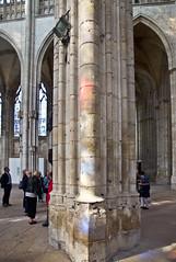 Farbig / Coloured (schreibtnix on 'n off) Tags: reisen travelling frankreich france normandie stadt town rouen kirche church säule column licht light olympuse5 schreibtnix